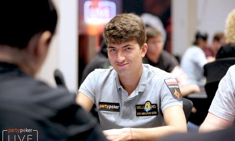 Дмитрий Урбанович лидирует в Главном Событии Caribbean Poker Party
