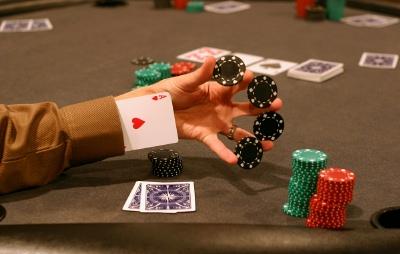 Профессионального игрока в покер из Дании арестовали за мошенничество в онлайн-покере
